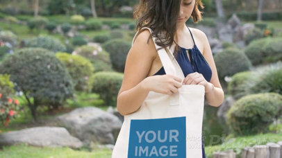 Amazing Video Of Pretty Young Woman Carrying A Tote Bag While At The Park a13878