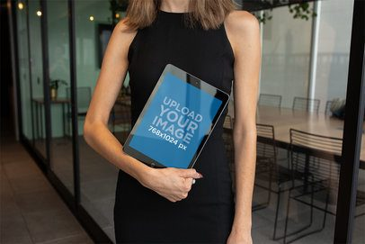 Mockup of a Corporate Woman Carrying an iPad 22820
