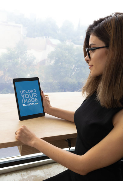 Mockup of a Serious Businesswoman Working on an iPad 22840