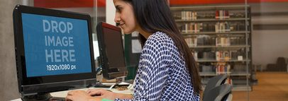 HP Desktop PC Mockup of a Girl at the Library a4578