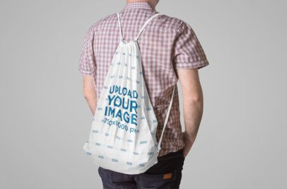 Mockup of a Man Carrying a Drawstring Back on His Back 822-el