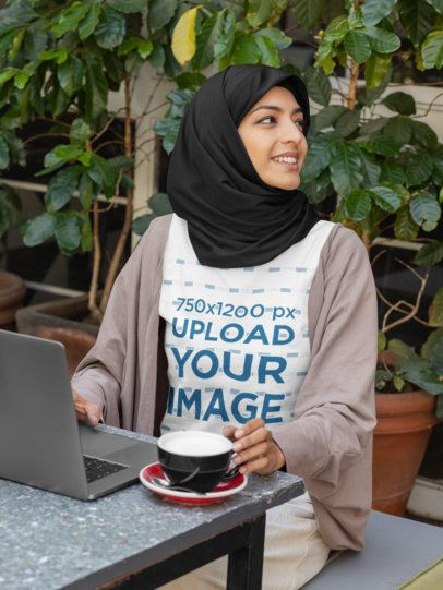 T-shirt Mockup of a woman wearing a hijab and working at a Café 32386
