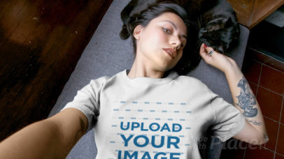 T-Shirt Video of a Woman Lying with Her Cat 17112