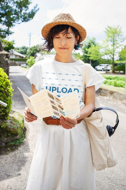 T-Shirt Mockup of a Woman Looking at a Tourist Pamphlet 39458-r-el2