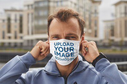 Face Mask Mockup Featuring a Middle-Aged Man in the City 43867-r-el2